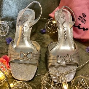 Beautiful silver and jeweled 👠 shoes